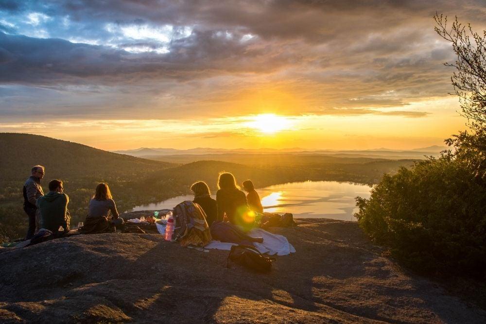 Group_mountain_sunset